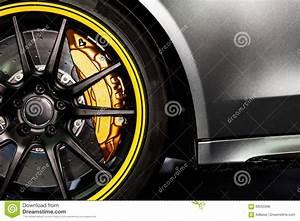 Disque Frein Usé : une partie de nouvelle voiture moderne de roue avec la protection de frein de disque photo stock ~ Maxctalentgroup.com Avis de Voitures