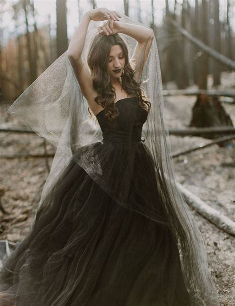 Vintage Black Ball Gown Tulle Wedding Dresses Strapless