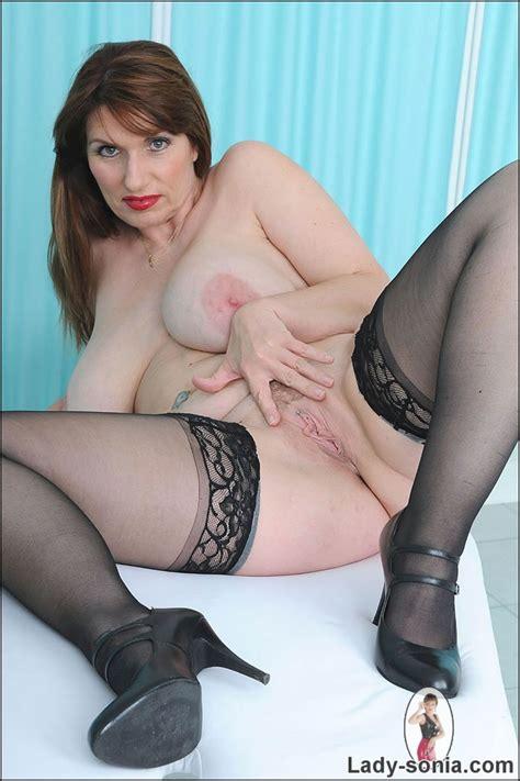 Huge Natural Tits British Mature Josephine James Pichunter