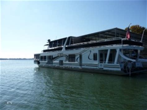 Houseboat Rentals Lake Norman Nc by Lake Norman Waterfront Homes What Of Boat Is This