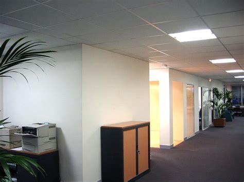 eclairage bureau plafond faux plafond bureau plaques pour faux plafond dalles