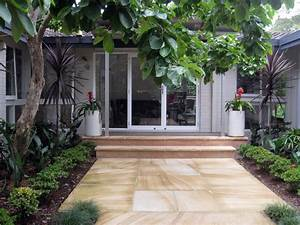 Garden Design Front Of House Withal The Entrance To Your ...