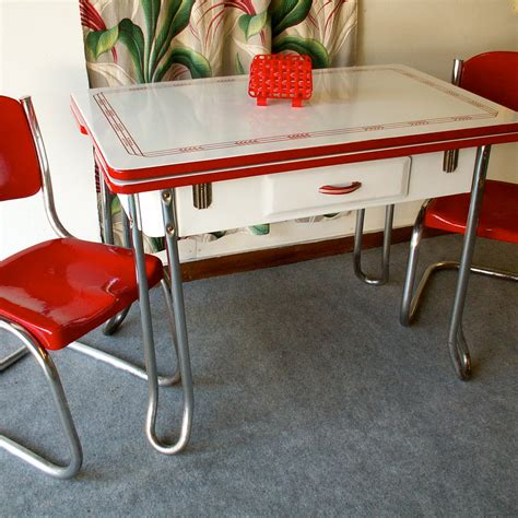 vintage porcelain kitchen tables  ways  present