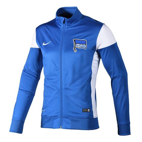 You'll find everything you need to know about our club, players and matches, all conveniently in one place. Nike Hertha BSC Berlin Trainingsjacke Blau - kaufen ...