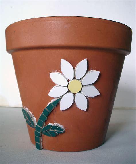 picture of a flower pot mosaic flower pot tracey cartledge artist