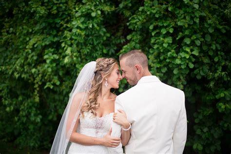 choosing  booking wedding photographers  suit