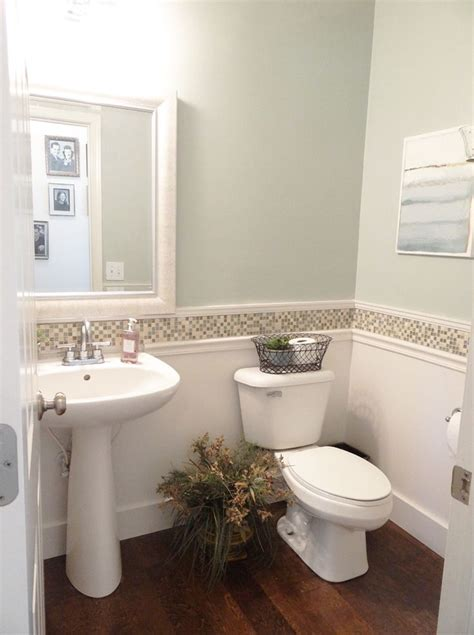 Bathrooms Makeovers by The 25 Best Small Bathroom Makeovers Ideas On