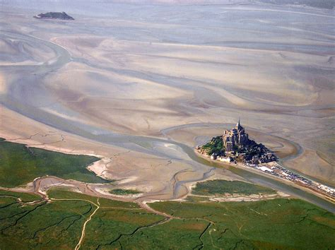 photo du mont michel file mont st michel aerial jpg wikimedia commons