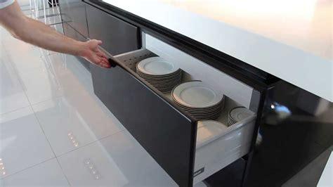 amoblamiento de cocina apertura cajones servo drive