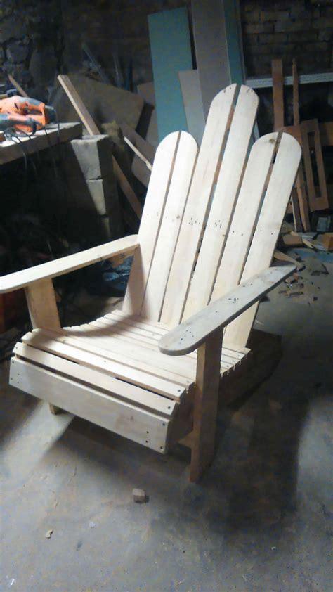 chaise longue en palette bois chaise en bois de palettes adirondack pallet chair