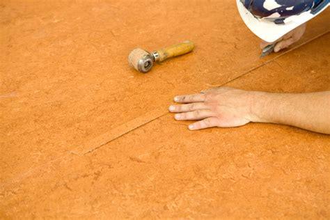 pvc boden reparieren kratzer aus dem pvc boden entfernen 187 eine anleitung