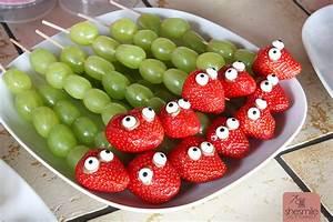 Obst Ideen Für Kindergeburtstag : erdbeer weintrauben schlangen ein lustiger gesunder snack ~ Whattoseeinmadrid.com Haus und Dekorationen