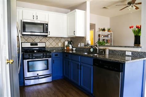 what type of paint to use on kitchen cabinets blue white kitchen cabinets love renovations