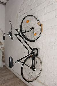 Support Velo Garage : 25 best bike storage apartment ideas on pinterest wall ~ Melissatoandfro.com Idées de Décoration