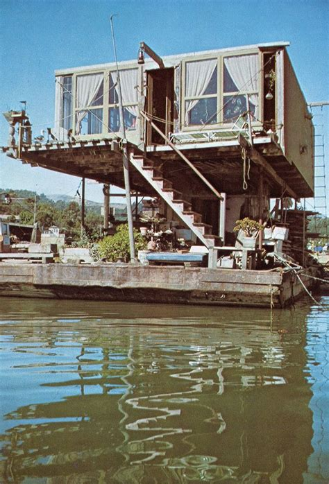 Houseboats For Sale Lake Tahoe by Best 25 Pontoon Houseboat Ideas On Houseboat