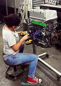 Fotos de Mujeres en Mecánica Automotriz Mecánica Automotriz