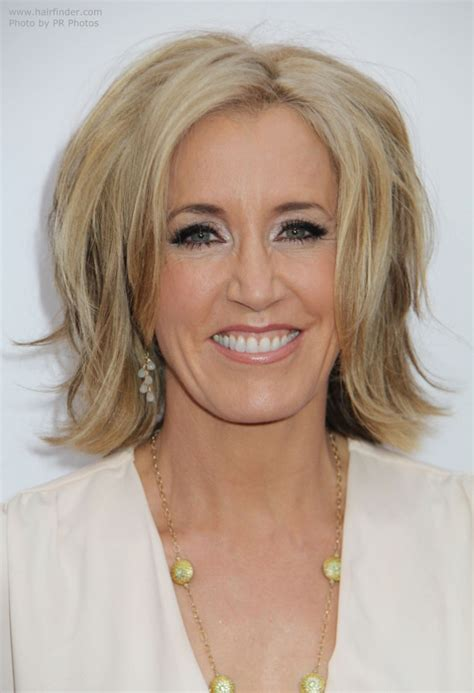 felicity huffman mid length hairstyle   hourglass
