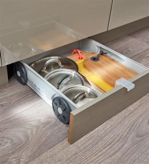 plateau coulissant pour cuisine ides copier pour organiser et ranger vos tiroirs