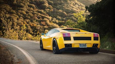 Yellow Lamborghini On Ride Wallpapers - 9to5 Car Wallpapers
