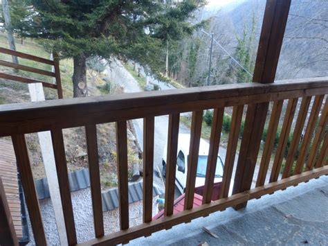 ringhiera di legno ringhiera esterna in legno con tettoia di copertura