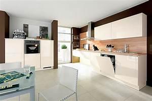 Küche Mit Elektrogeräten : k che alnostar charme hochglanz mit elektroger ten und sp le deine kochinsel ~ Markanthonyermac.com Haus und Dekorationen
