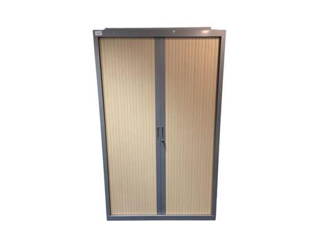 armoire bureau pas cher armoire de bureau d 39 occasion à rideaux gris et bois clair