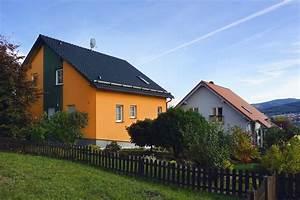 Welche Farbe Hat Das Weiße Haus : fassadengestaltung einfamilienhaus grau orange haus deko ~ Lizthompson.info Haus und Dekorationen
