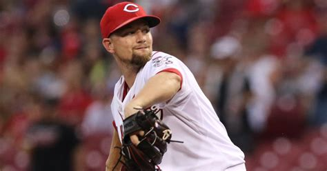 giants answer dodgers move acquire sp leake  reds