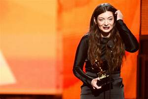 Lorde ditches her trademark curls for first Grammy performance