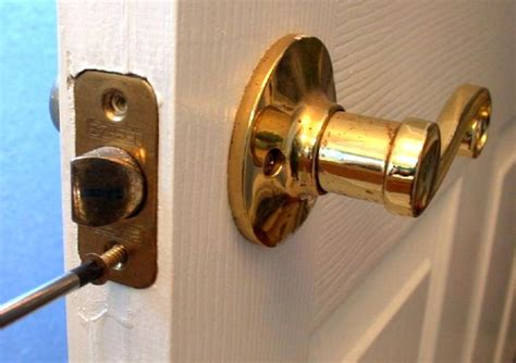 how to install door knob how to replace an interior doorknob 15 steps wikihow