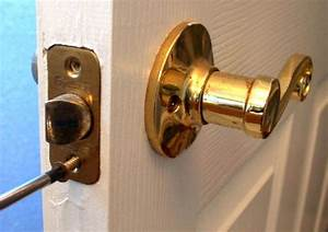 How to replace an interior doorknob 15 steps wikihow for How to fix a bathroom door lock