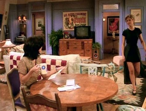 """25 Things You Didn't Know About The Sets On """"friends"""" Tv"""