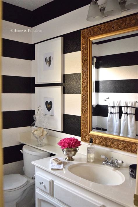 Wall Decor For Small Bathroom by Best 25 Striped Bathroom Walls Ideas On