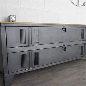Buffet Industriel Ikea : armoire vestiaire metallique ikea un buffet industriel avec un vestiaire 2 portes ~ Teatrodelosmanantiales.com Idées de Décoration