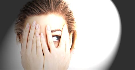 eye sensitive to light photophobia light sensitivity learn about causes and