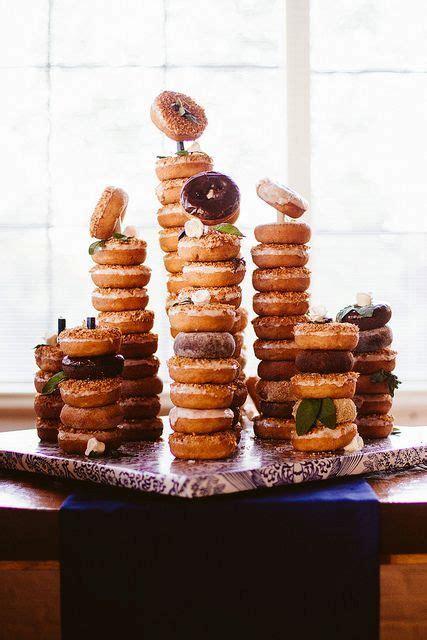 sweet wedding donut ideas  ways  display