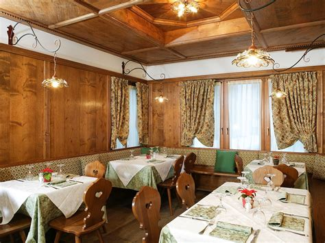 Ufficio Skipass Cortina by Ristorante Pizzeria Ariston Cortina D Ezzo Dolomiti