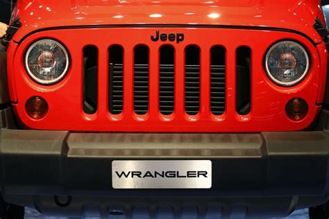 toledo  jeep wranglers pile   dealer lots  risk
