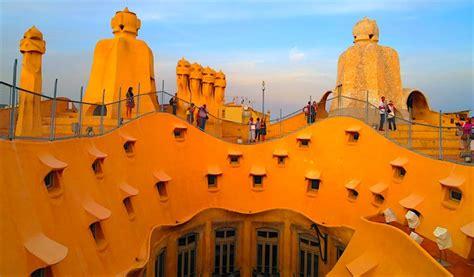 gaudis barcelona  complete visitors guide