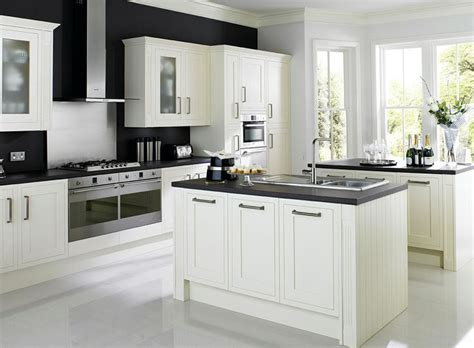 cooke and lewis kitchen cabinets heritage kitchens carisbrooke cooke lewis cabinet 8327