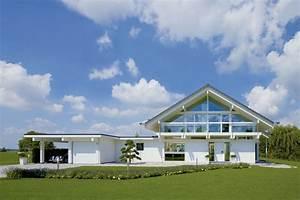 Doppelgarage Mit Satteldach : huf fertighaus in wei mit doppelgarage glas giebel satteldach fachwerkhaus haus pinterest ~ Whattoseeinmadrid.com Haus und Dekorationen