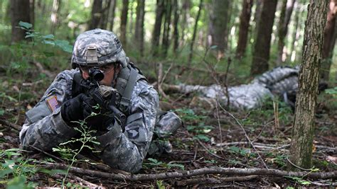 army recon scout fort campbell 39 s 3rd brigade combat team scouts conduct