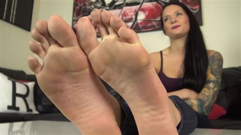 Clean Maria Marleys Dirty Feet Sandals With Your Tongue
