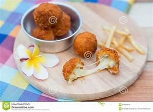 Frites à La Friteuse : boule et pommes frites cuites la friteuse de fromage sur le plat en bois image stock image ~ Medecine-chirurgie-esthetiques.com Avis de Voitures