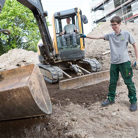 Garten Und Landschaftsbau Helfer Ausbildung by Arbeiter Helfer M W Im Garten Und Landschaftsbau