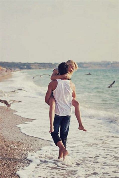 54 Romantic Beach Engagement Photo Ideas Happyweddcom
