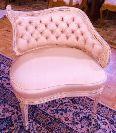 antique soft pink tufted chair there s a chair