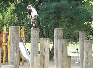 Holz Im Garten : spielplatz gestaltung holz im garten einfache kletterpfosten ~ Frokenaadalensverden.com Haus und Dekorationen
