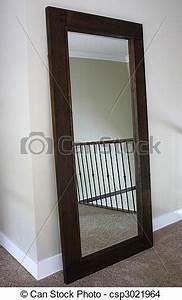 Miroir 2 Metre : cadre haut bois stand miroir grand cadre tach haut photo de stock rechercher ~ Teatrodelosmanantiales.com Idées de Décoration