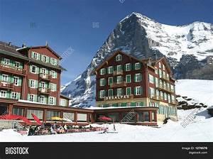 Bellevue Des Alpes : hotel bellevue des alpes and the eiger kleine schneidegg swiss alps 2 stock photo stock images ~ Orissabook.com Haus und Dekorationen